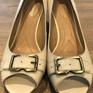 Cream peep toe shoes